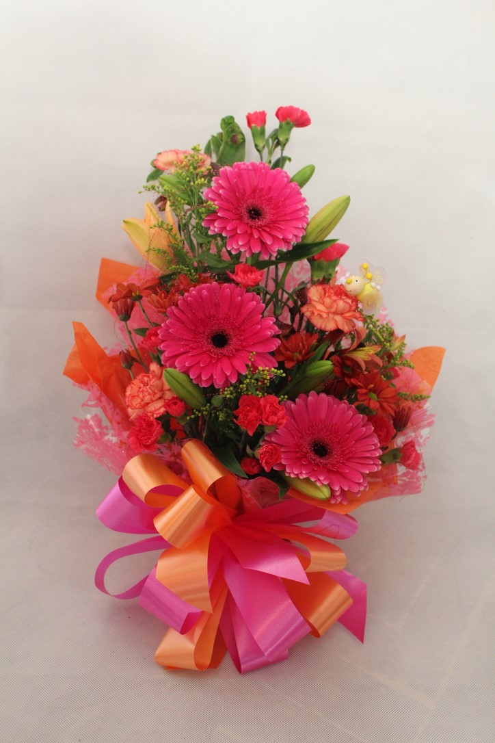 Bright Beauty, Bold gerberas with a contrasting colour theme