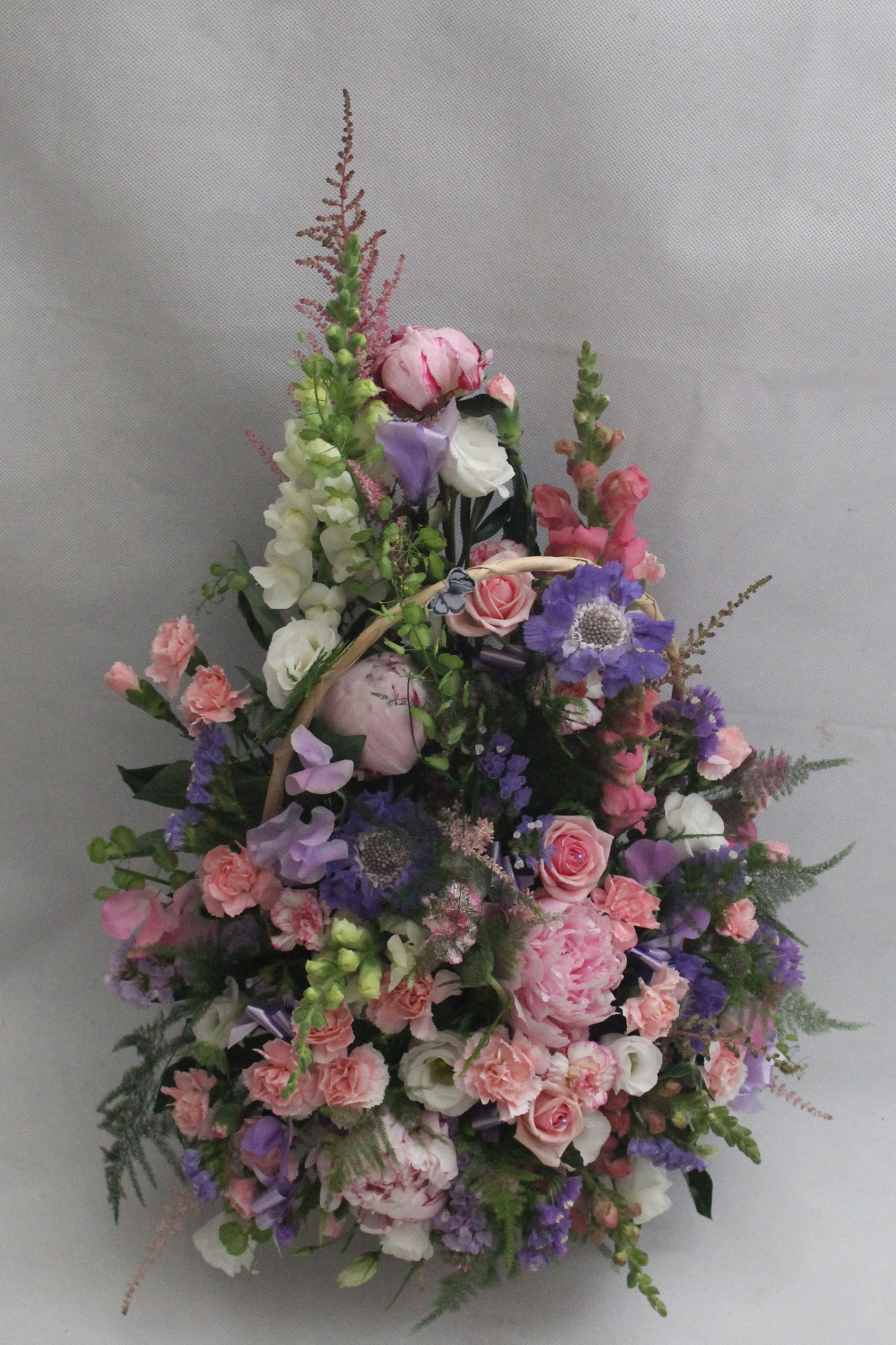 FRONT FACING WICKER BASKET ARRANGEMENT